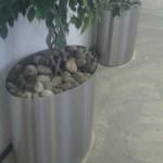 Steine im Blumen/Pflanzentrog am Flughafen LCY