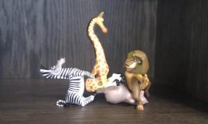 Die Figuren aus dem Film Madagaskar in witziger Aufstellung